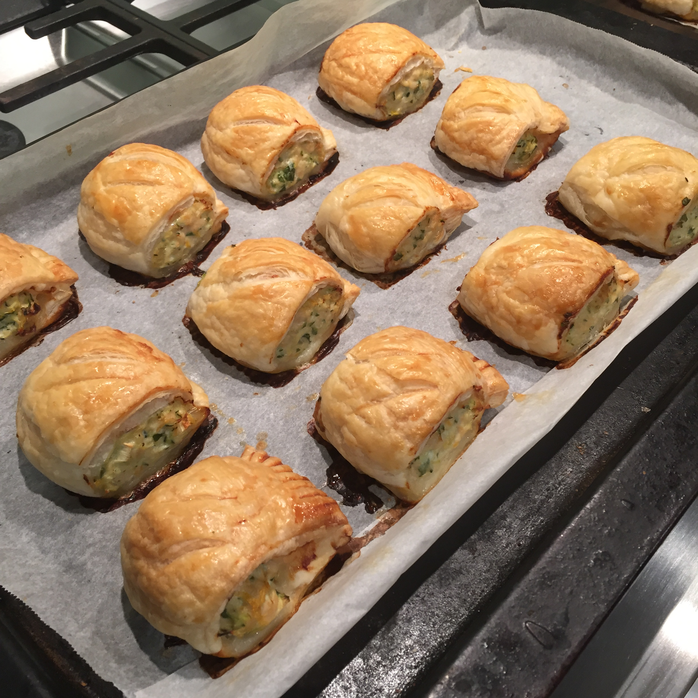 how to make sausage rolls with chicken mince